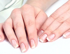 Білі крапки на нігтях: методи усунення і причини появи
