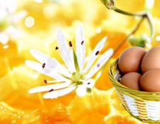 Маска для волосся з медом и яйцем