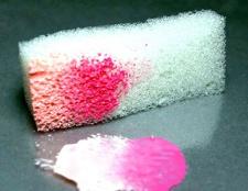 Особливості використання губки при створенні манікюру